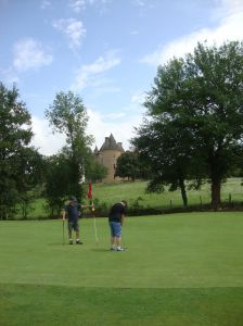 Putting at Ch Montal
