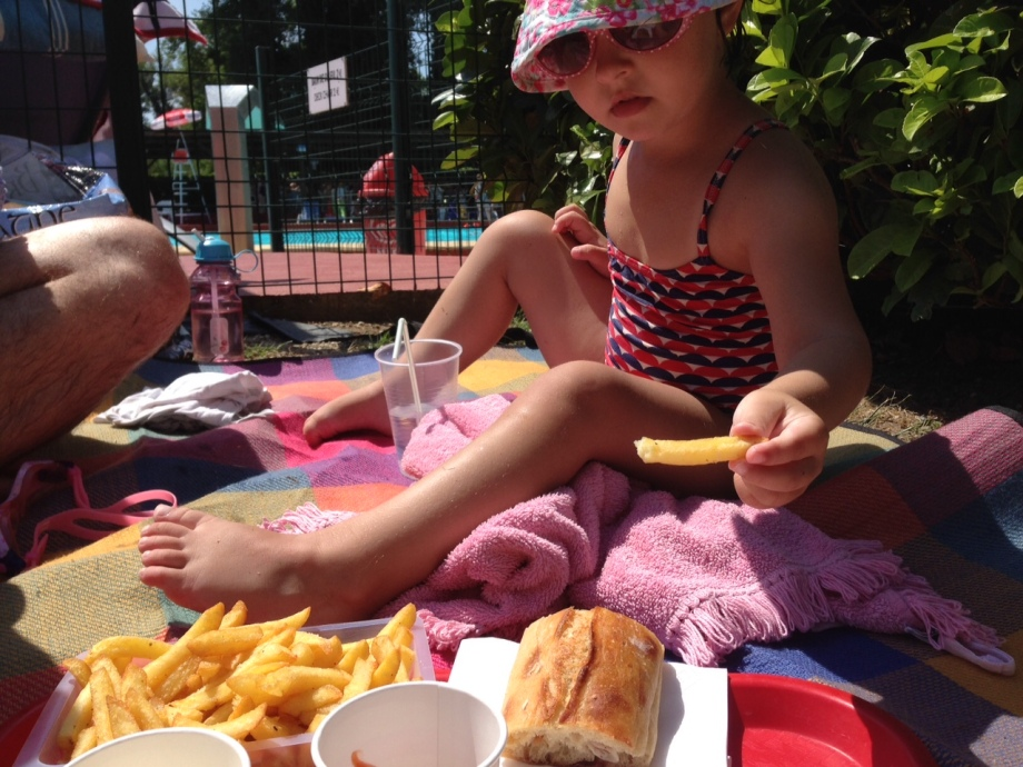 We'd recommend supplementing a packed lunch with some cold drinks and hot chips. Just right for hungry tummies at the pool!